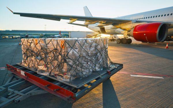 Malgré une diminution du coût du transport aérien de moitié au cours des 20 dernières années, à environ 78 cents US par tonne kilomètre payante (RTK), les volumes enregistrés, en tonnes-kilomètres, n'ont progressé que de 3,4 %, contre 9,7 % en 2017. Crédit photo Adobe Stock
